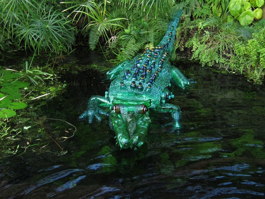 Veronika Richterova - Animal made from plastic bottles